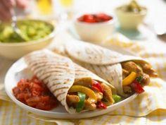Chicken and Beef Fajitas for dinner? Beef Fajitas, Chicken Fajitas, Peanut Free Foods, Sliced Roast Beef, Spanish Dishes, Good Food, Yummy Food, Mexican Food Recipes, Ethnic Recipes