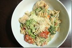 Creamy cheesy roasted tomato and basil chicken pasta with broccoli - 9 Weight Watchers pp