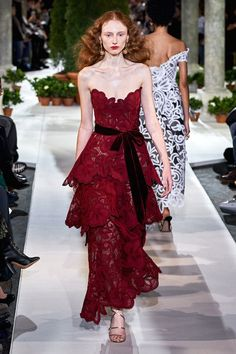 Oscar de la Renta Fall 2019 Ready-to-Wear Collection - Vogue Evening Dresses, Prom Dresses, Runway Fashion, Fashion Outfits, Haute Couture Fashion, Fashion Show Collection, Oscars, Red Carpet Fashion, Mannequins