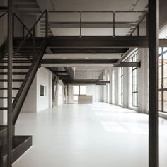 Monochrome Chicago loft apartment with white floors and black steel mezzanine . Monochrome Chicago loft apartment with white floors and black steel mezzanine … Warehouse Home, Warehouse Living, Warehouse Design, Architecture Durable, Architecture Design, Sustainable Architecture, Contemporary Architecture, Loft Interior Design, Loft Design