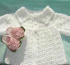 Mary Helen artesanatos croche e trico: Casaquinhos bebe crochê e trico Crochet Baby Jacket, Crochet Coat, Crochet Cardigan, Baby Blanket Crochet, Crochet Clothes, Knitting For Kids, Crochet For Kids, Baby Knitting, Dress With Cardigan
