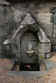 Fontaine de Saint-Philibert, accolée à la chapelle de Lanvern, Plonéour-Lanvern