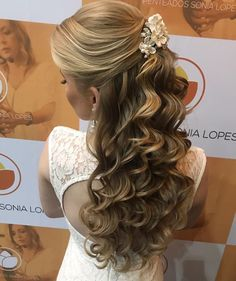 "1,982 curtidas, 19 comentários - Sonia Lopes (@penteadossonialopes) no Instagram: ""*MASTER EM PENTEADOS - CAMPINAS/SP* - 14 e 15 de Agosto 2017 - Últimas Vagas Curso totalmente…"" Wedding Hairstyles For Long Hair, Bride Hairstyles, Pretty Hairstyles, Pagent Hair, Prom Hair, Communion Hairstyles, Front Hair Styles, Quinceanera Hairstyles, Wedding Hair Inspiration"
