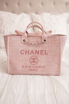 There are lots of luxury and well designed Chanel bags in the stores this season. I mean, who doesn't like a Chanel bag? Cheap Handbags, Chanel Handbags, Louis Vuitton Handbags, Fashion Handbags, Purses And Handbags, Fashion Bags, Cute Handbags, Cheap Purses, Popular Handbags