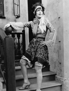 analyzing 1920s counterculture flappers During the 1920's, americans saw the rise of one particular counterculture that  would challenge the traditional values of women in a.