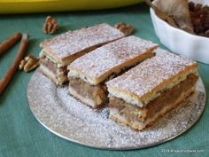 Prajitura cu mere reteta bunicii - cu aluat fraged cu unt sau cu untura - are un mare avantaj: poate fi facuta in orice moment al anului cu fructe proaspete No Cook Desserts, Fall Desserts, Delicious Desserts, Yummy Food, Romanian Desserts, Romanian Food, Romanian Recipes, Cake Recipes, Dessert Recipes