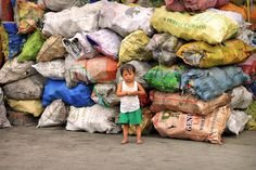 Smokey Mountain - The slums of Manila, Philippines © Sabrina Iovino | Almost a third of the Philippines' population live below the poverty line.