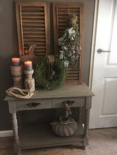 Landelijke robuust sobere sidetable Hoffz – Heike Weber – – Pinmenzilyolu – From Parts Unknown Home Design, Interior Design, Rustic Design, Rustic Decor, Vintage Shutters, Living Room Inspiration, Rustic Interiors, Rustic Farmhouse, Decoration