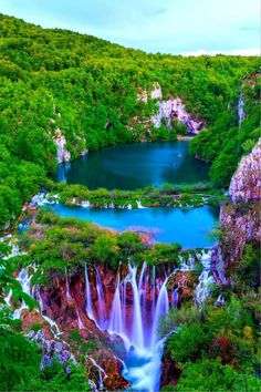 Photography of nature Breathtaking sunset view in the Plitvice Lakes National Park, Croatia autumn - the emerald lake Beautiful Waterfalls, Beautiful Landscapes, Landscape Photography, Nature Photography, Film Photography, Photography Ideas, Amazing Photography, Beautiful Places, Beautiful Pictures