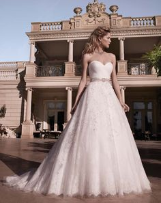 I seen this dress at the Bridal Show i went to today, AMAZING!    Casablanca Bridal www.madamebridal.com
