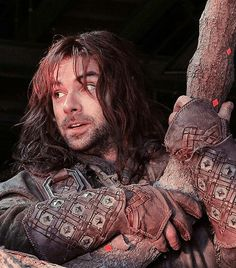 A nice close up of Kili's bracers and gloves.
