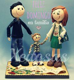 Xeitosas os desea un Feliz Domingo con esta familia de fofuchas personalizadas  www.xeitosas.com