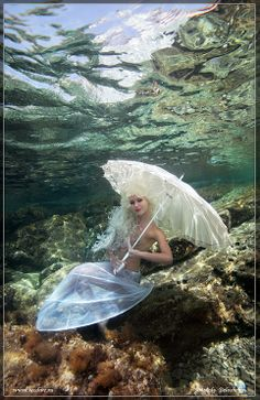 Woman posing underwater. Photograph by Anatoly Beloshchin.