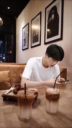 Dinner with Seokjin Seokjin, Namjin, Foto Bts, Bts Taehyung, Bts Bangtan Boy, Bts K Pop, Bts Kim, Bts Imagine, Wattpad