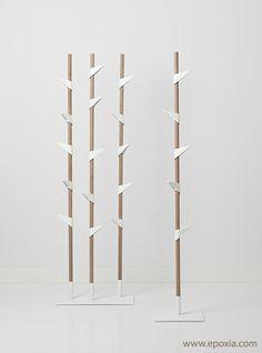 La collection Bamboo est réalisée en bambou et acier laqué; elle se décline en portemanteau sur pied et mural. Deux modèles sont disponibles : 1 tige de bambou (5 crochets) et 3 tiges de bambou (15 crochets) - Livraison rapide.
