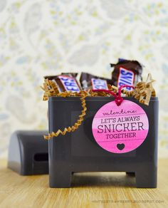 MINTED STRAWBERRY: Free Printable Snickers Valentines Tag! Free print and cut file and template - download now! #freeprintablr #DIY #pun #valentines #valentinespun @silhouette_america