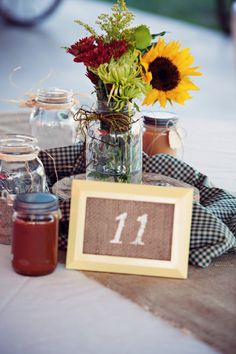 Country Wedding Centerpiece ideas | rusticweddingchic.com