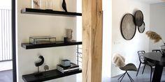 Black & White thuis bij Chantell de Bruin - Kees Smit Decor, Black And White, Furniture, Shelves, Floating Shelves, Home Decor, Entryway, White, Entryway Bench