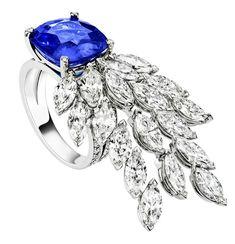 Anillo en oro blanco con zafiro azul talla cojin de 7,65 quilates y diamantes