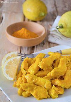Secondo piatto semplice, veloce, buono e colorato: gli straccetti di pollo curcuma e limone cremosi sono deliziosi! #gialloblog #ricetta http://blog.giallozafferano.it/graficareincucina/straccetti-di-pollo-curcuma-e-limone-cremosi/