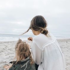 Bethany Menzel в Instagram: «Poke on the beach is the best dinner ever, no competition. If I could eat one meal for the rest of my life that would be it.»