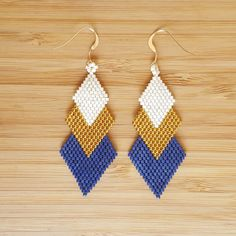 Gaia Navy gold plated loops and Miyuki glass beads Seed Bead Bracelets, Seed Bead Jewelry, Seed Bead Earrings, Beaded Earrings, Earrings Handmade, Beaded Jewelry, Handmade Jewelry, Loom Beading, Beading Patterns