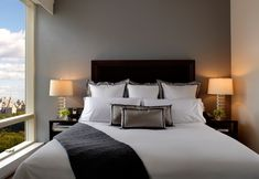 Make a Perfect Boutique Hotel Style Bed