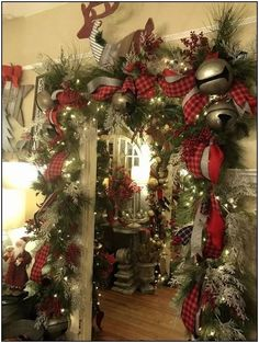 38 Preiswerte DIY Weihnachtsgirlande Dekorationsideen - Gifts and Costume Ideas for 2020 , Christmas Celebration Diy Christmas Decorations For Home, Diy Christmas Garland, Christmas Mantels, Noel Christmas, Christmas Design, Christmas Lights, Christmas Crafts, Outdoor Decorations, Christmas Offers