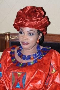 Née le 3 décembre 1947 à Rufisque, Diouma Dieng Diakhaté est une styliste spécialisée dans la mode africaine, reconnue pour son talent et ses modèles de vêtements raffinés. Issue d'une famille très modeste, elle a connu un parcours difficile mais unique. Diouma Dieng Diakhaté est une styliste spécialisée dans la mode africaine, Elle déclare s'être lancée dans les affaires très jeune, dès l'âge de 7 ans lorsqu'elle se rendait au marché pour aider sa mère, vendeuse de légumes. Passionnée de… African Dresses For Women, African Wear, African Women, African Fashion, Senegalese Styles, Saree, Chic, Womens Fashion, How To Wear