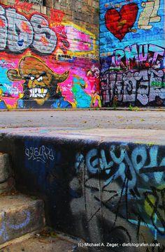 Wien ist bunt. Entlang des Donaukanals wartet hinter jeder Ecke eine Überraschung. Graffiti, Vienna, Bunt, Painting, Pictures, Canvas, Painting Art, Paintings, Painted Canvas