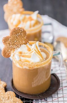 Slow Cooker Gingerbread Latte Non-Alcoholic Holiday Drink Recipes For All Fall Drinks, Holiday Drinks, Holiday Recipes, Christmas Recipes, Fall Cocktails, Holiday Appetizers, Party Drinks, Holiday Treats, Christmas Coffee