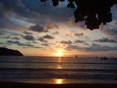 (PHOTO) #ChillingSaturday #PlayaHerradura #CostaRica #Travel #Sunset #GreenSeason #morning #sunset