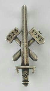 Traditions- und Gau-Abzeichen Ehrenzeichen Essen 1935 Ww2, Badge, Germany, German Language, Merit Badge, Eten, Badges, Deutsch