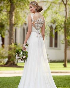 A lace illusion back gets me every. single. time! Seriously stunning  #SoStella #6216