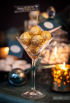 New Years Eve party decor: Place Ferrero Rocher chocolates (or any chocolates you may prefer - we love adding truffles too) into a martini glass - add a toothpick with a happy new year sign & serve one per guest. Nye Party, Gatsby Party, Party Kit, Ideas Party, Gatsby Theme, New Year Printables, Party Printables, New Year's Eve Celebrations, New Year Celebration