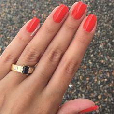 E para o resto da semana vai ser esse vermelho lindo aqui, que tem um fundinho de laranja  Passei três camadas de vermelho e uma de extra brilho pois o esmalte ficou meio fosco.  É o Toalha Xadrez da coleção #picnicchic da @mundial_impala   #deletrasacores #QueroMaisImpala #colecao #polish #picnic #nails #unhas #vermelho #unhasvermelhas #BatalhaDeUnhasImpala