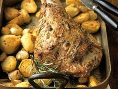 Geschmorte Putenkeule mit Kartoffeln ist ein Rezept mit frischen Zutaten aus der Kategorie Pute. Probieren Sie dieses und weitere Rezepte von EAT SMARTER!