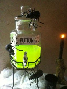 diy halloween decorations for inside Are you planning to organize a Halloween party in your house? Halloween party is just around the corner and its time to think about decorating both the inside and outside of your home. Halloween Dekoration Party, Adult Halloween Party, Holidays Halloween, Halloween 2019, Halloween Nails, Halloween Makeup, Halloween Punch, Halloween Recipe, Women Halloween