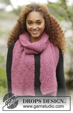 "Knitted DROPS scarf in garter st with lace pattern in ""Brushed Alpaca Silk"". Free pattern by DROPS Design."