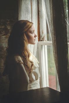 田 Femmes à la Fenêtre 田 art & photography featuring women at the window - TJ Drysdale Photography