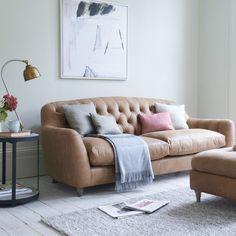 Butterbump button back modern chesterfield sofa