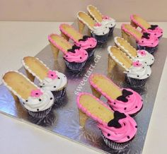 Totally cute high heel cupcakes by Sweet Art by Elizabeth bakery… High Heel Cupcakes, Shoe Cupcakes, Barbie Cupcakes, Cupcake High Heels, Barbie Birthday Party, Birthday Cupcakes, Birthday Parties, Elizabeth Bakery, High Heel Kuchen