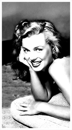 Marilyn. Photo by Earl Moran, c. 1948.