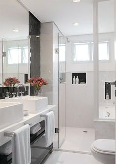 White and black bathroom Home, House Styles, Bathroom Inspiration, Bathroom Decor, Black Bathroom, Bathrooms Remodel, Luxury Bathroom, Bathroom Renos, Bathroom Design