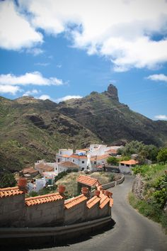 Vistas del Roque Bentayga desde el pueblo de Tejeda - #GranCanaria #IslasCanarias