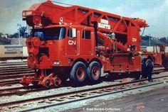 Peterbilt locomotive crane for CN