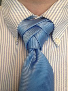 who knew there were so many different ways to tie a tie!! Love this one!♥