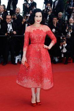 En su inseparable estilo retro, Dita Von Teese lució así de guapa en el Festival de Cannes