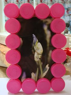 Use bottle caps to make a picture frame