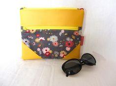 """Pochette zippée en tissu à fleurs et simili cuir jaune, trousse maquillage jaune à fleurs, grande trousse jaune, 19x16,5cm (7""""1/2x6""""1/2)"""